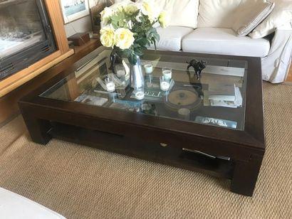 Table basse en bois teinté, plateau verre...