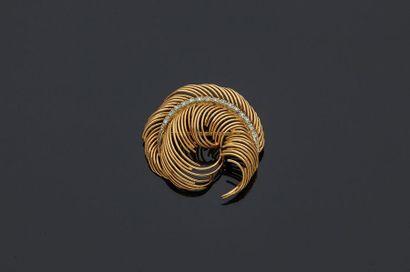 Broche en or jaune, 18k 750‰, en forme de...