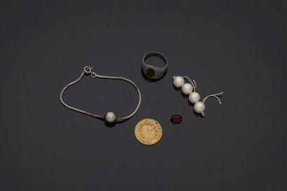 Lot en argent comprenant un bracelet et perle...