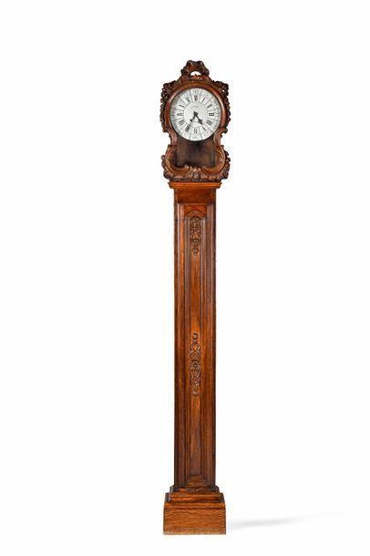 Horloge de parquet en chêne mouluré et sculpté,...