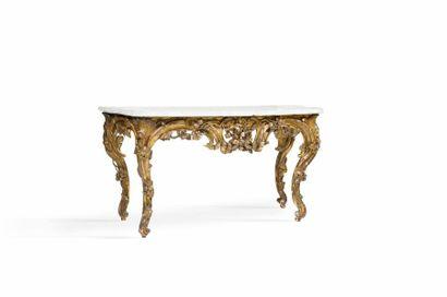 Table console en bois redoré de forme mouvementé...