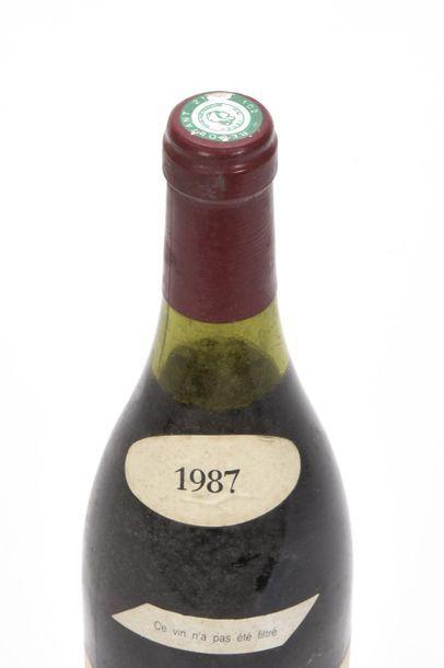1 bouteille RICHEBOURG (Grand Cru) 2,8 cm; e.t.h. légères; clm.s. légèrement plissée...