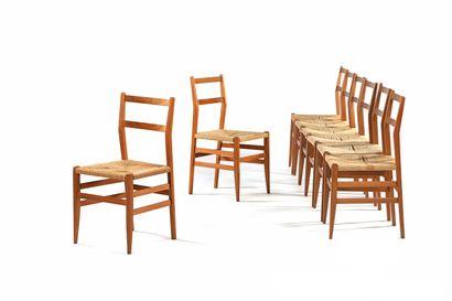 TRAVAIL ITALIEN  Suite de 8 chaises  Bois,...