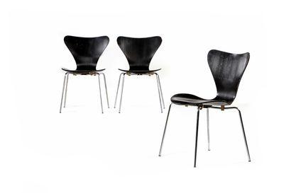 Arne JACOBSEN  (1902-1971)  Suite de 3 chaises...