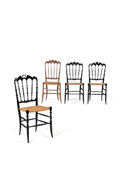 TRAVAIL ITALIEN  4 chaises dites Chiavari...