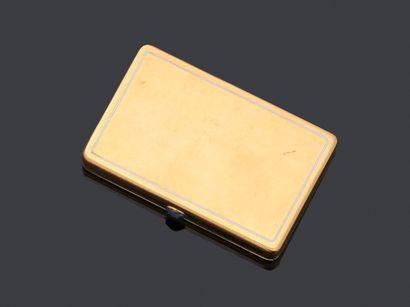 Cartier  Poudrier en or jaune 750 millièmes...