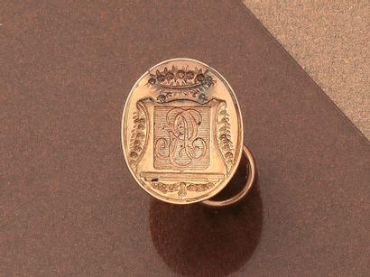 Pendentif sceau de forme ovale en or jaune...