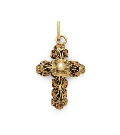 Pendentif croix en or jaune 18K 750 ‰, travaillé...
