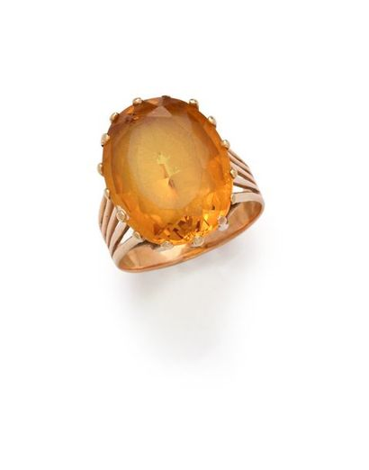 Bague en or jaune 18K 750‰, sertie d'une...