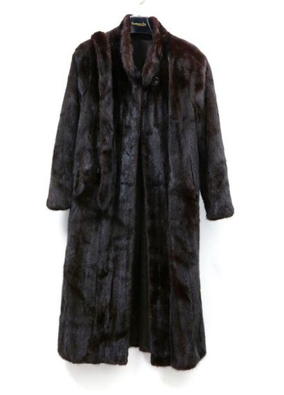 NADINE Long manteau en Vison mahogany foncé...