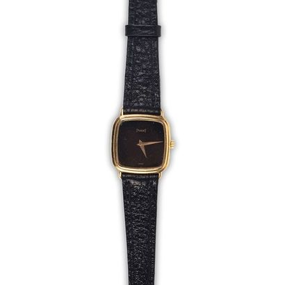PIAGET (Vers 1980). Montre dame coussin,...