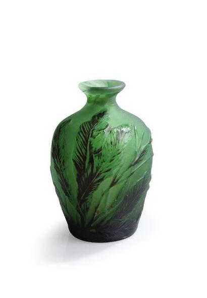 Emile Gallé (1846-1904) Vase de forme ovoïde...