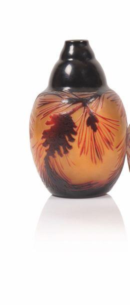 D'argental Vase de forme ovoïde en verre...