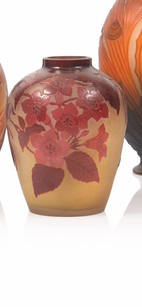 Gallé Vase de forme pansue en verre gravé...