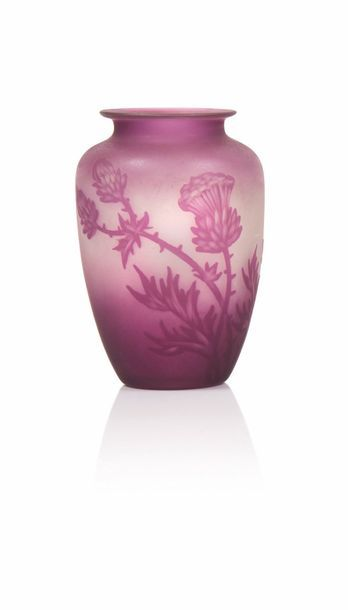 G. vessiere. Vase de forme boule en verre...