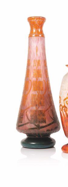 Schneider Important vase de forme piriforme...