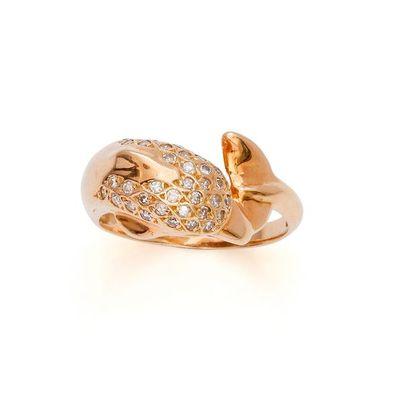 Bague en or jaune 18K 750‰, en forme de dauphin,...