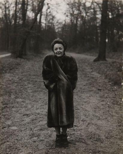 ANONYME. Portrait d'Edith Piaf, prise de...