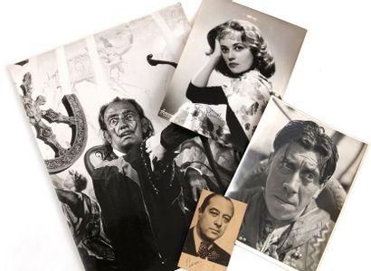 Ensemble de quatre photographies de personnalités....