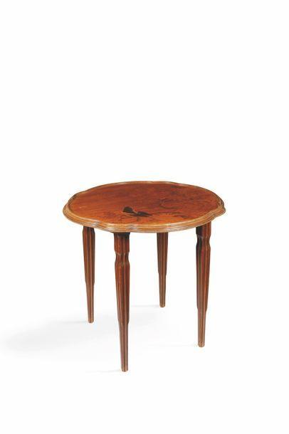 Emile Gallé (1846-1904)  Table à thé de forme...