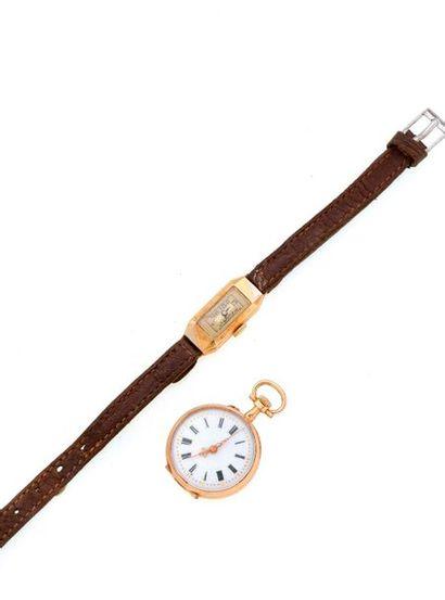 LOT DE 2 MONTRES EN OR :  - Une montre de...