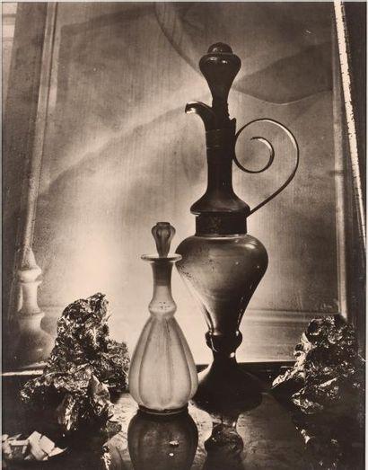 SUDEK JOSEF (1896-1976) * Flacons en clair obscur PHOTOGRAPHIE ORIGINALE SIGNÉE....