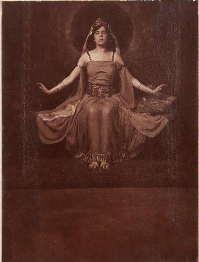 DRTIKOL FRANTISEK (1883-1961) * Ervina Kupferova en Cleopatre PHOTOGRAPHIE ORIGINALE....