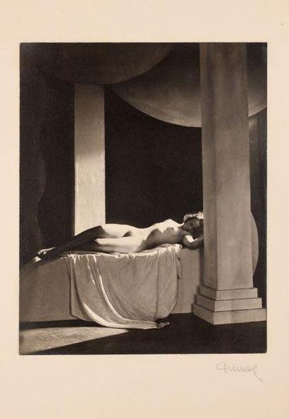 DRTIKOL FRANTISEK (1883-1961) * Le Repos PHOTOGRAPHIE ORIGINALE SIGNEE. Circa 1920....