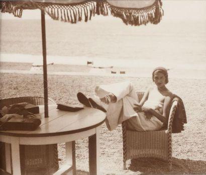 LARTIGUE JACQUES HENRI 雅克·亨利·拉蒂格 (1894-1986) Renee a la chambre d'amour PHOTOGRAPHIE...