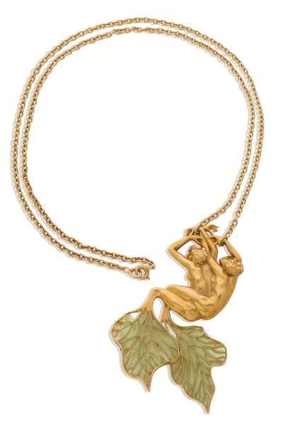 RENÉ LALIQUE 雷内·拉利克(1860-1945) Collier retenant un pendentif en or jaune 18k ciselé...