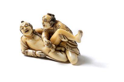 Netsuké, fin du XIXe siècle. Groupe en ivoire...