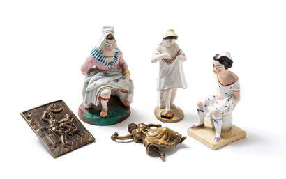. [Artistes non identifiés]. Trois figurines...