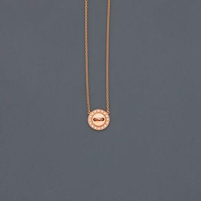 BOUTON DE LOUISE. Collier en or jaune, 750 MM, motif en bouton orné de diamants,...