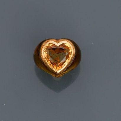 Bague en résine jaune, ornée d'une citrine taille coeur sertie d'or jaune 750MM,...