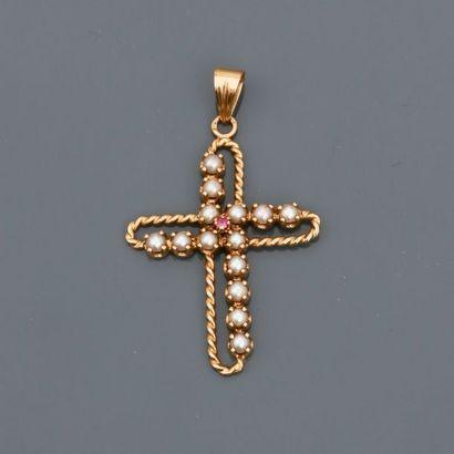 Pendentif en croix d'or jaune, 750 MM, torsadé,...