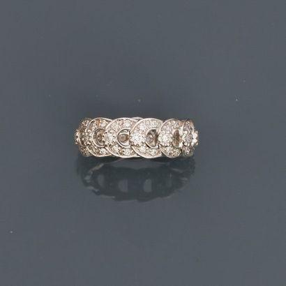 Bague anneau dessinant des maillons d'or...