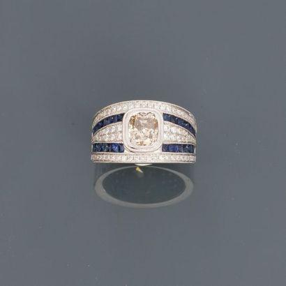 Jolie bague anneau en or gris, 750 MM, centrée...