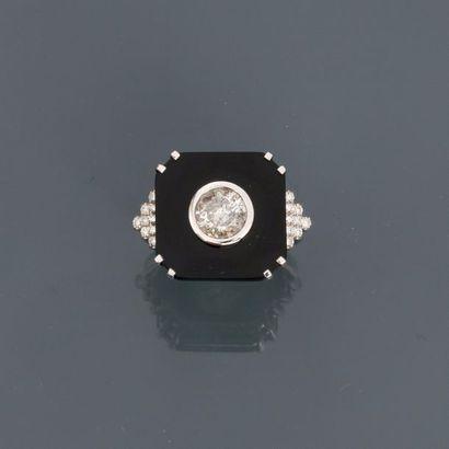 Bague en or gris, 750 MM, ornée d'un onyx...