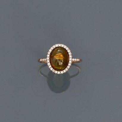 Fine bague en or rose, 750 MM, centrée d'une...
