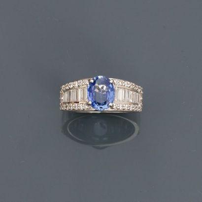 Jolie bague anneau en or gris, 750 MM, ornée...
