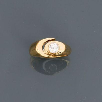 Bague stylisée en or jaune, 750 MM, ornée...
