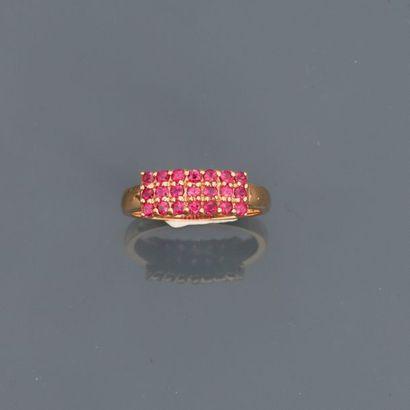 Bague en or rose, 750 MM, ornée de rubis...