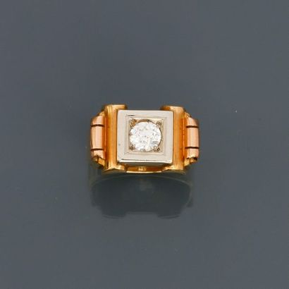 Bague en or jaune, 750 MM, centrée d'un diamant...