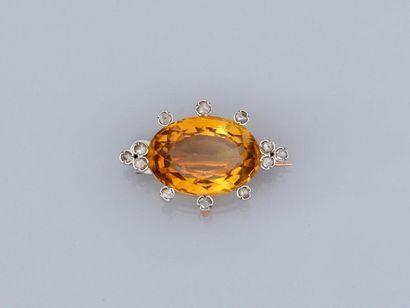 Petite broche en or jaune, 750 MM, ornée...
