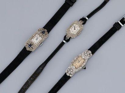 Lot de trois bracelets montre, un en platine...