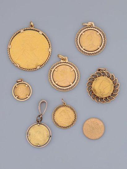Lot : Six pièces étrangères en médaille d'or...