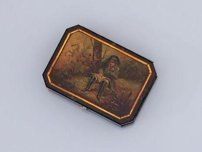 Petite boîte couverte rectangulaire à pans...