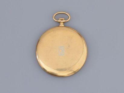 """CARTIER, Montre de gousset """" extra plate """" en or jaune, 750 MM, fond à décor damassé..."""