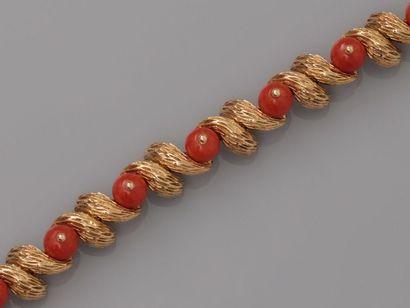 CARTIER, Bracelet semi rigide en or jaune,...