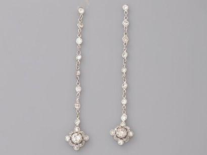 Fins pendants d'oreilles en or gris, 750...